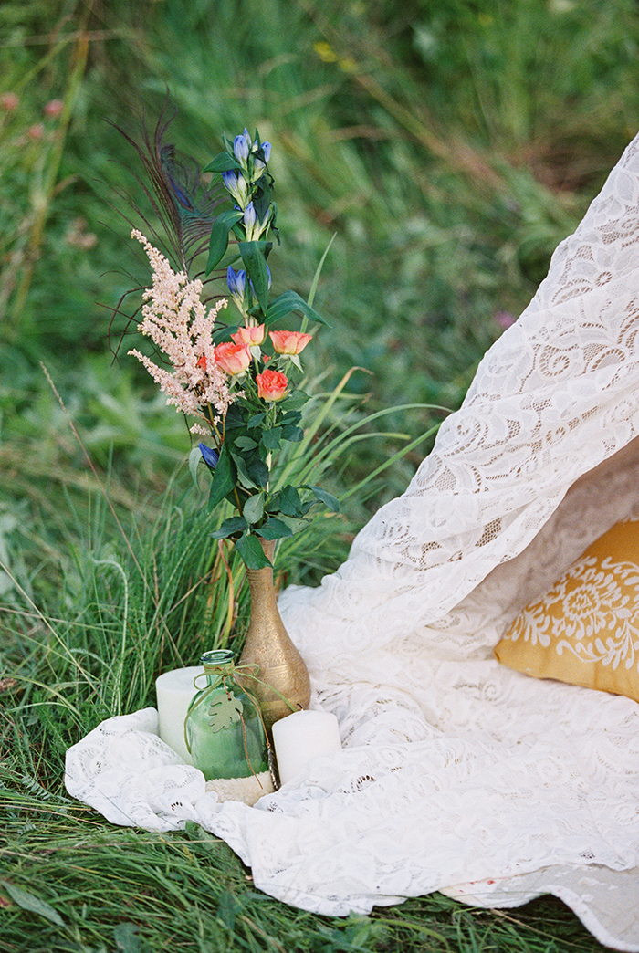 Bohemian wedding inspiration shoot in the countryside with a dose of vibrancy | photo by Igor Kovchegin | http://www.fabmood.com/bohemian-wedding-inspiration-shoot/ Fab Mood - UK wedding blog #bohemian
