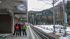 Na stacji Mortaretsch kolei Rhätische Bahn. Piotr, Albert i gospodarz schroniska Chamanna Boval.