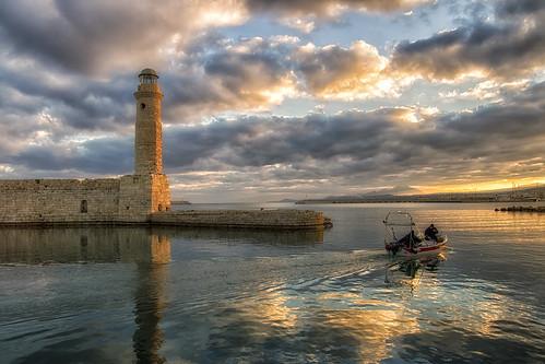 morning sea sky lighthouse reflection clouds sunrise boat crete rethymno κρήτη σύννεφα θάλασσα βάρκα ανατολή πρωί αντανάκλαση ρέθυμνο ουρανόσ φάροσ