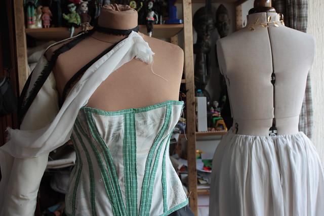 Toile de corset et jupon