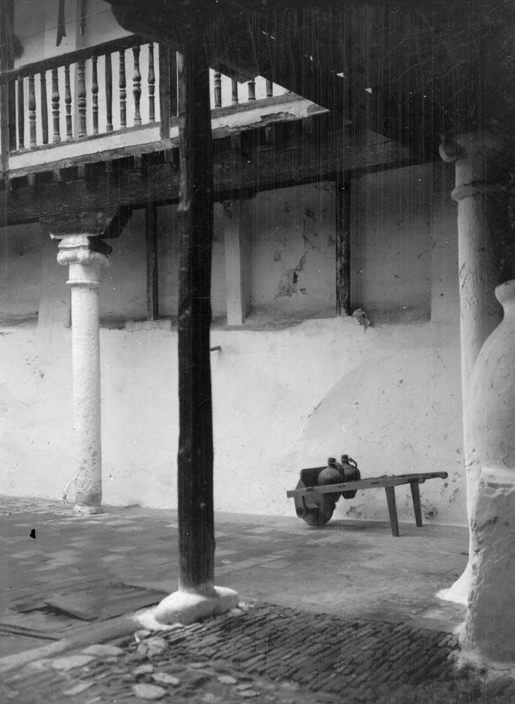 Verdadero Mesón del Sevillano en los años 20. Fotografía de Otto Wunderlich. Fototeca del Patrimonio Cultural de España, signatura WUN-03159_P
