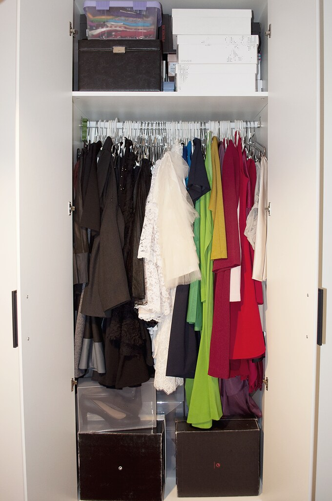 valencia spain fashion blogger how to organise your closet tips, walk-in closet wardrobe room rehab, declutter wardrobe clothing items shoes, white inspiration interior design, somethingfashion VLC blogger moda españa