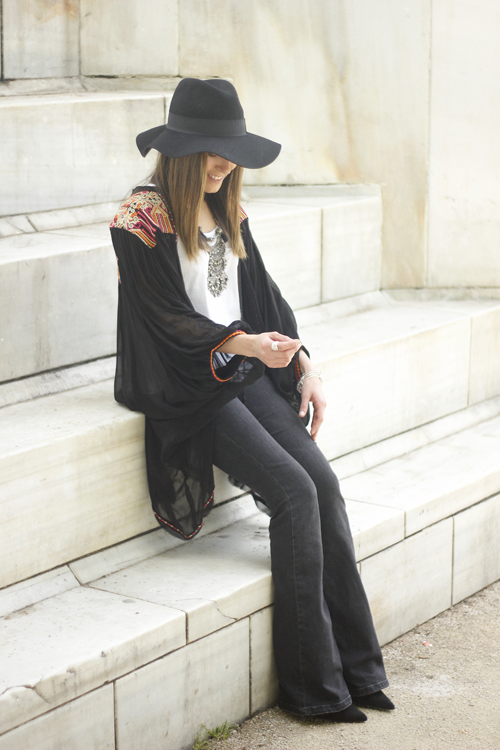 embroidered kimono flared jeans Hat Heels outfit style03
