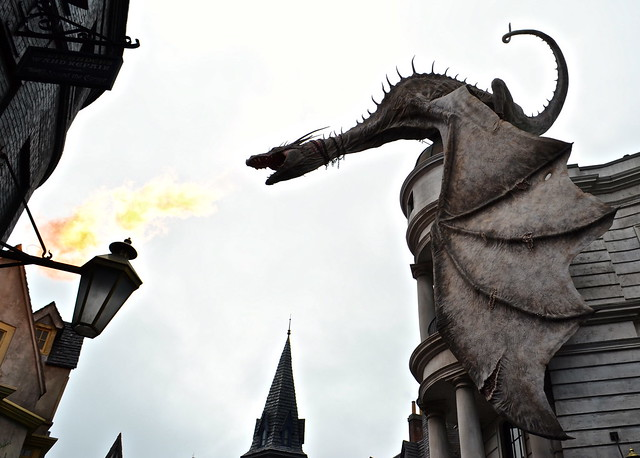 dragon spitting fire - diagon alley - Universal Studios in Florida