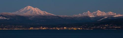 city winter usa volcano washington glaciers pacificnorthwest bellingham bluehour mtbaker twinsisters kulshan latierraunparaiso