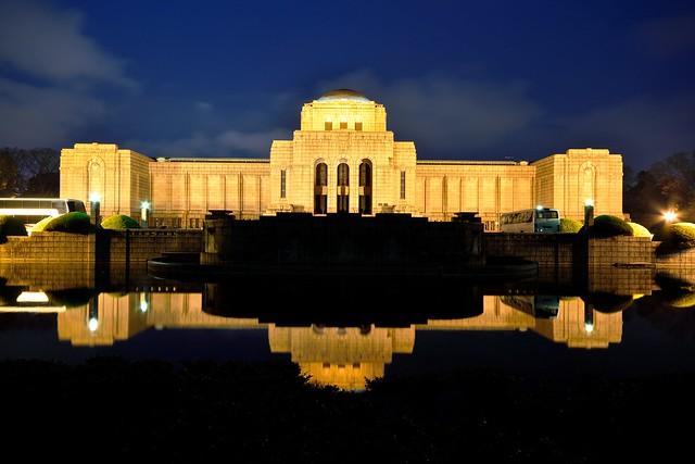 聖徳記念絵画館の夜景1