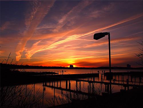sunset balticsea eveningsky ostsee abendlicht abendhimmen harbourinmarch sonnenunterganginniendorf flugspurenamhimmel mysteriousflighttraces