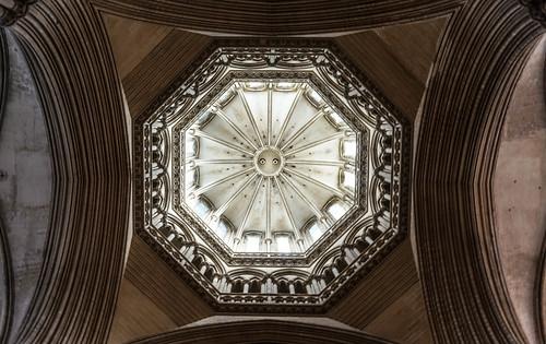 architecture cathédrale monuments église gothique tourlanterne