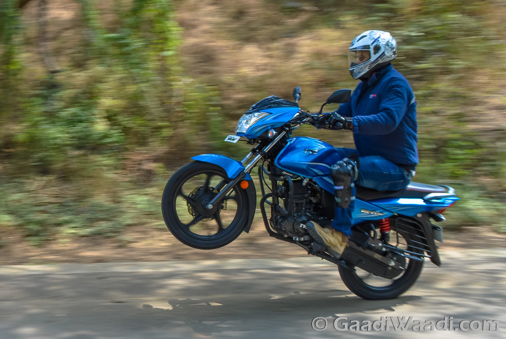 2016 TVS Victor Test Ride Review-2-2