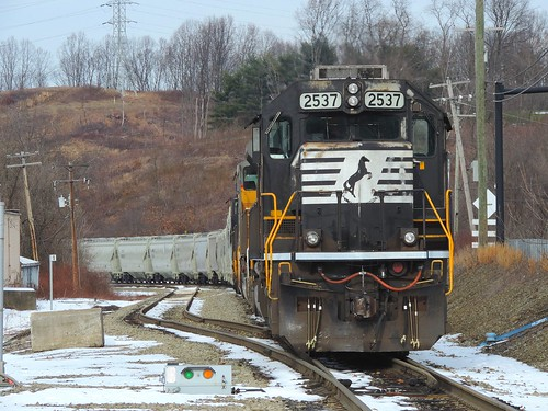 railroad winter train diesel pennsylvania ns january engine transportation locomotive horsehead norfolksouthern emd westmorelandcounty sd70 2537 radebaugh standardcab 66t