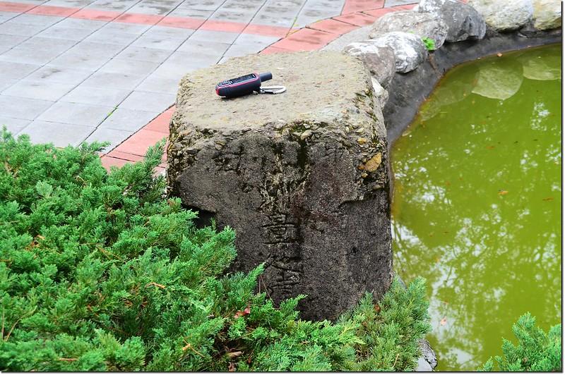 龜山頭山三等三角點(# 710 Elev. 220 m,包覆於水泥柱內)