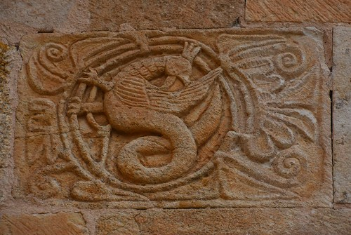 Almenara de Tormes (Salamanca). Santa María la Mayor. Ábside. Relieve