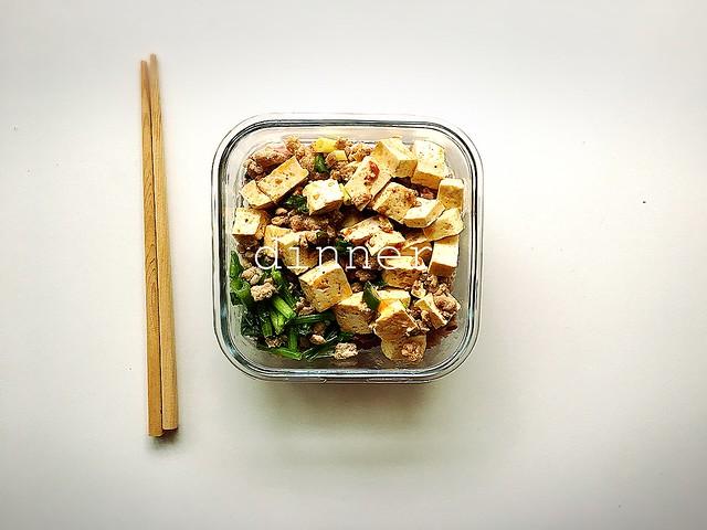 晚餐:麻婆豆腐、肉末炒菠菜、十穀米