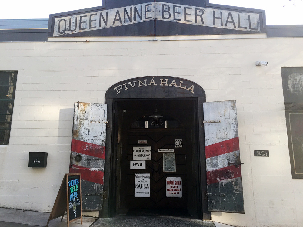 Queen Anne Beerhall 1