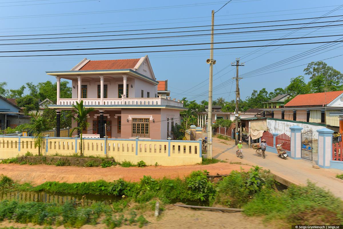 vietnam_reunification_express_train-20