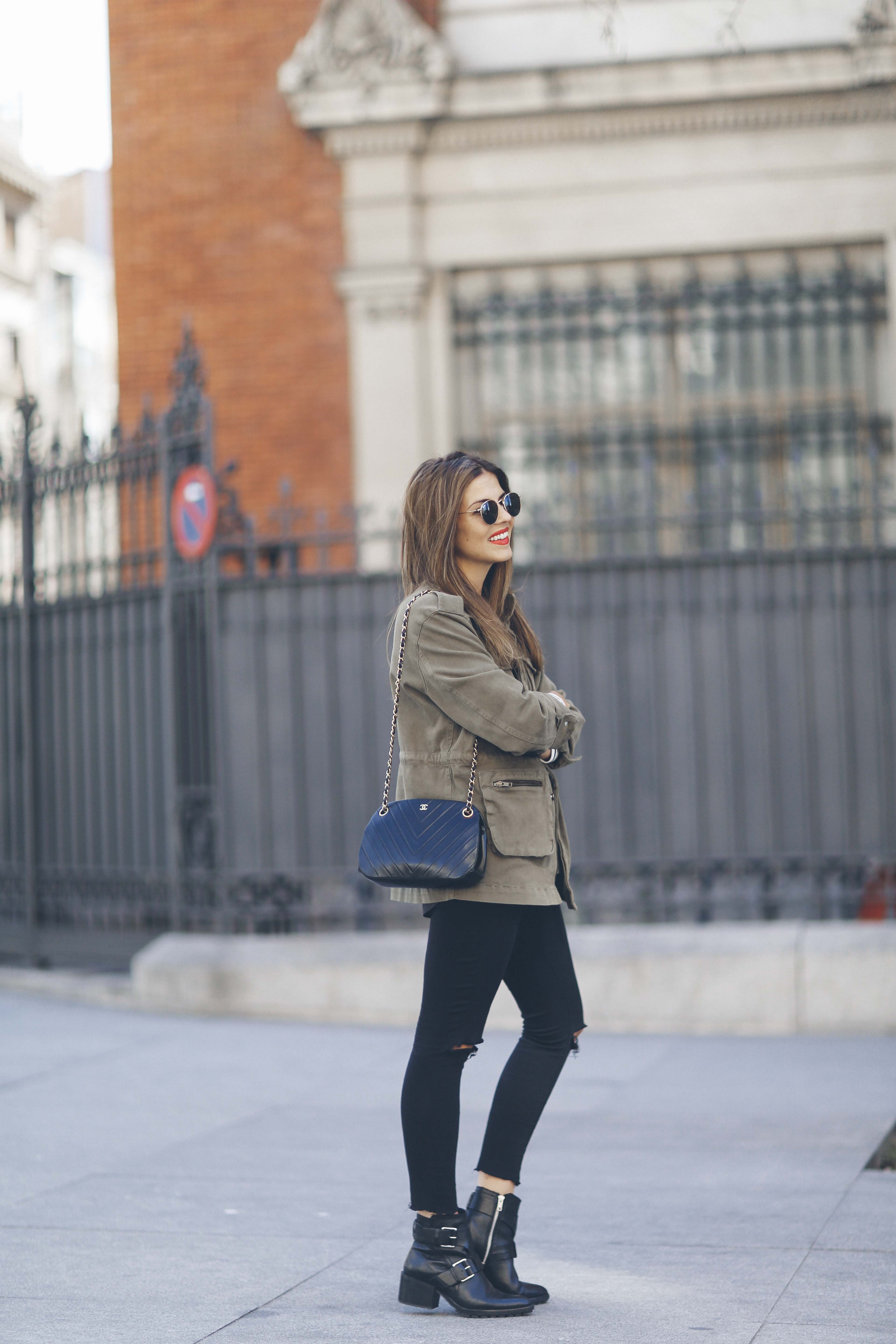 look-outfit-parka-jeans-rayas-zara-chanel-botas-anine_bing-spring-primavera