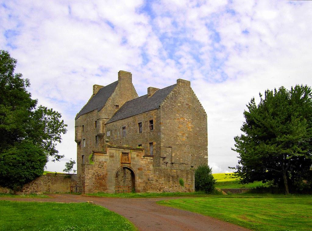 Best Hotels Near Edinburgh Castle