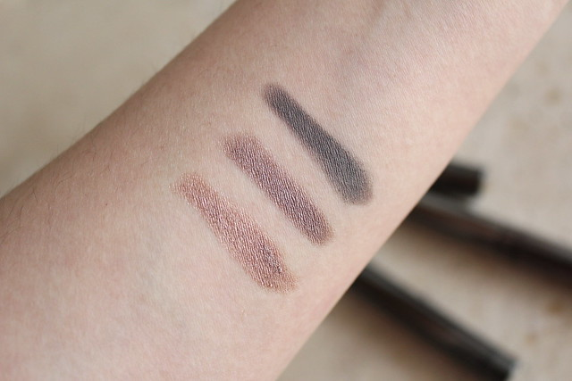 burberry eye colour contour in rosewood, dusky mauve, and stone grey swatches