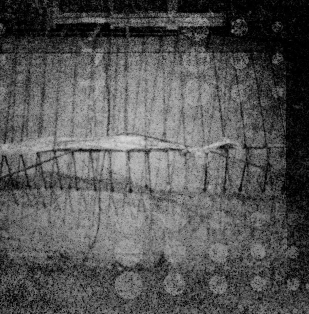 南機場公寓 / Lomo LC-A 120 / Exipred Films 2015/11/07 裝了一捲過期的 Lomo 黑白底片,在南機場公寓、夜市走走拍拍,看看拍出來的效果如何。過期的底片沖出來會把紙卷上的數字給印出來,很神奇的效果。  有一張巷子裡的腳踏車拍的很清楚,其實我記得我是對焦在後面停車的情侶,只是不知道為什麼出來會是那台腳踏車那麼清楚。  下次應該找亮一點的地方拍!  Lomo LC-A 120 Lomography Black and White Negative 100 ISO 120mm (Expired: 2012/12) 2941-0009 Photo by Toomore