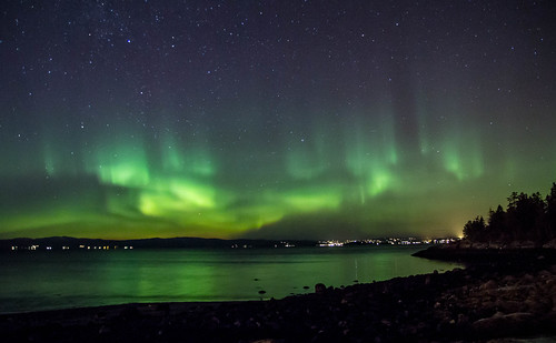 Little aurora show over the fjord tonight