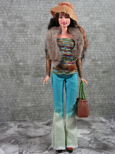 2004 Barbie Fashion Fever Wave A Teresa H0657 (2)
