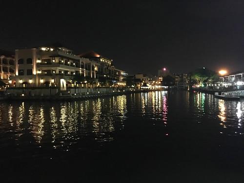 Melaka River bei Nacht