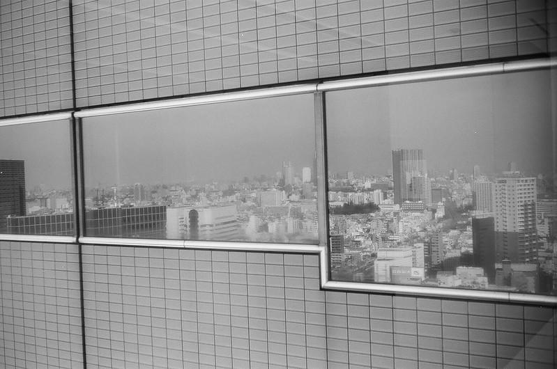 西新宿路地裏散歩 by Rollei 35B