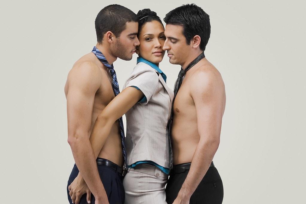 Threesome free vid women on women