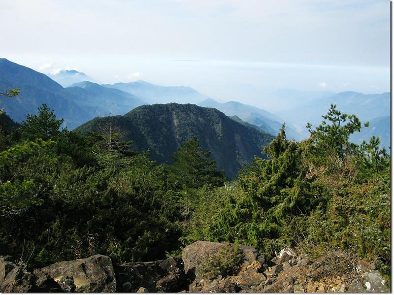斯拉巴庫山頂西南遠眺藤枝方向