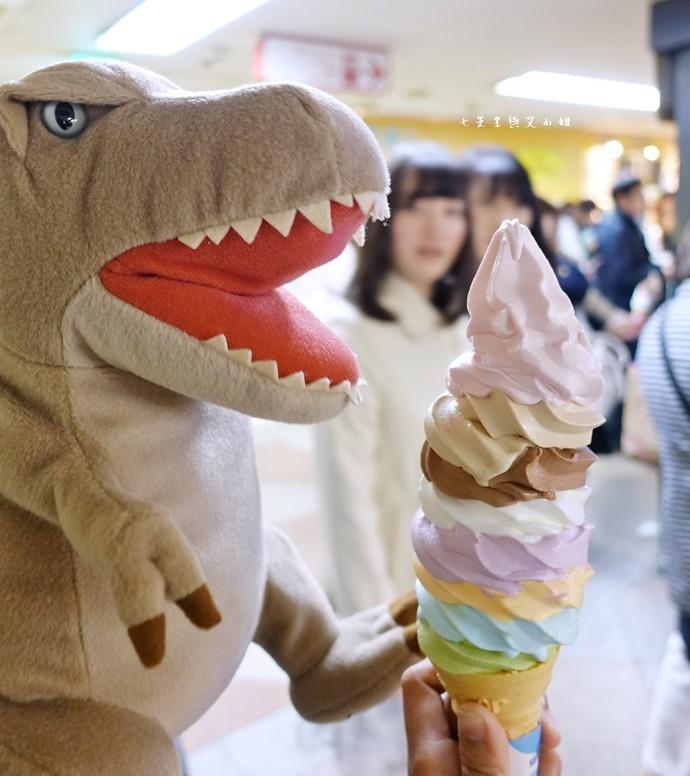 7 東京中野巨無霸八色霜淇淋 彩色霜淇淋 彩虹霜淇淋