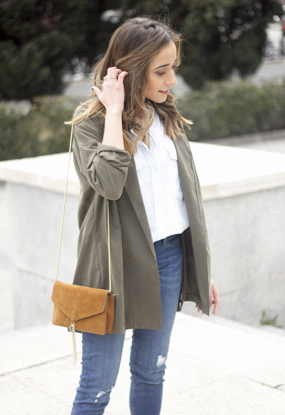 Military green shirt heels choker accessories jeans suede bag outfit07