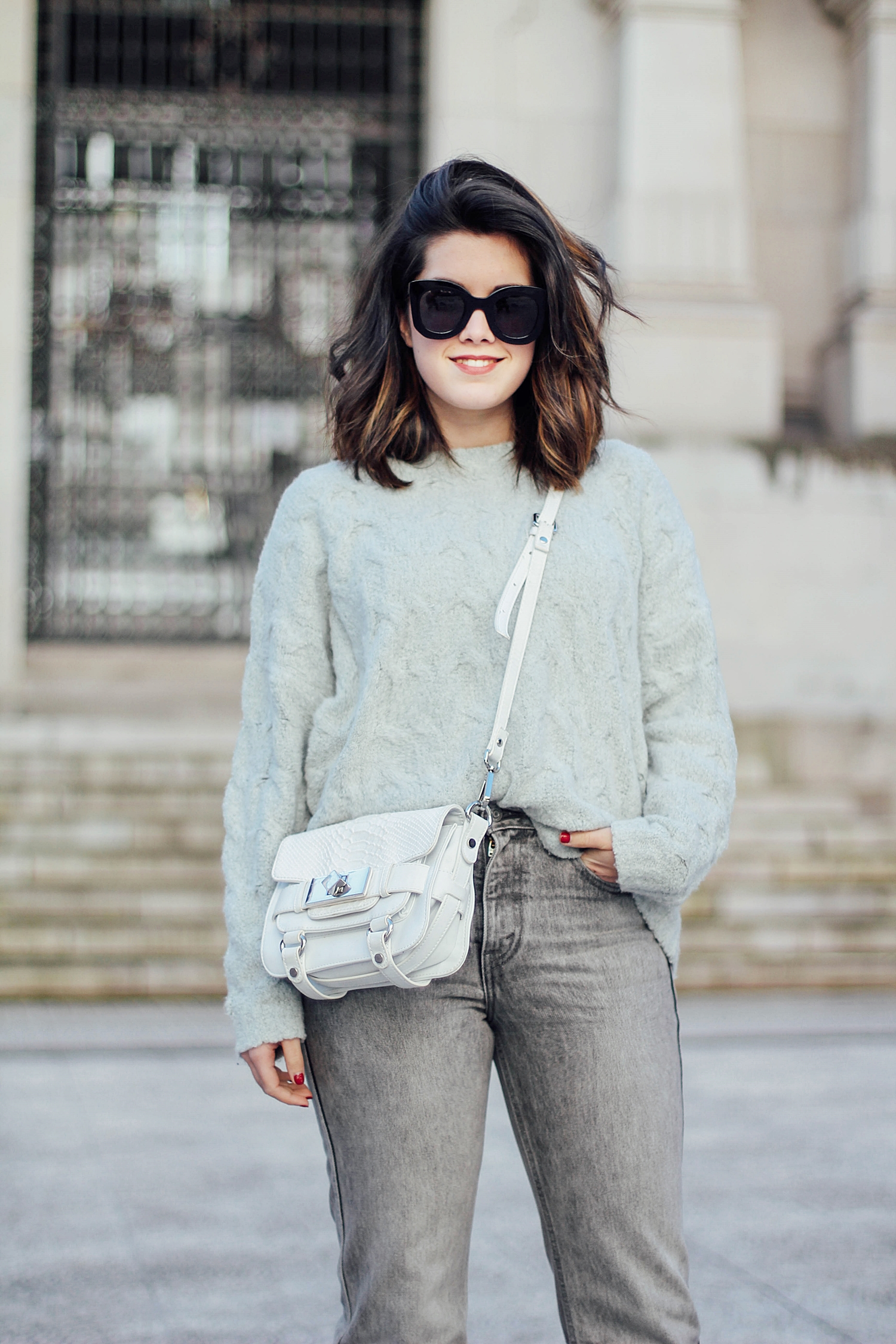 levi's denim jacket vintage_mom jeans_gucci loafers_celine sunglasses_baby marta_streetstyle_mint_sweater