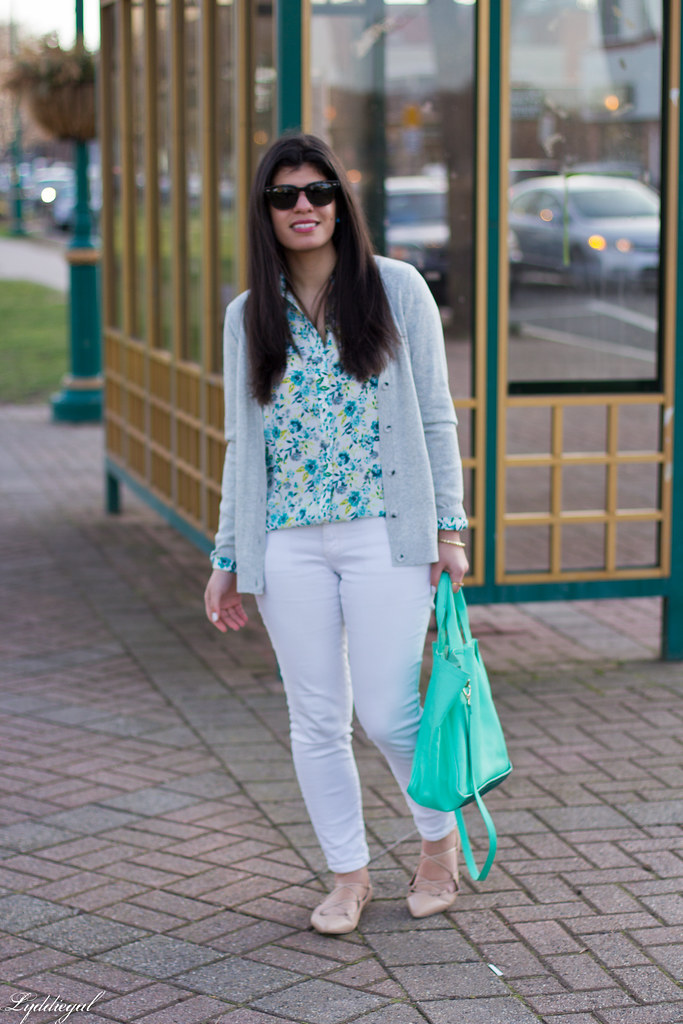floral blouse, white jeans, lace up flats, mint tote-4.jpg