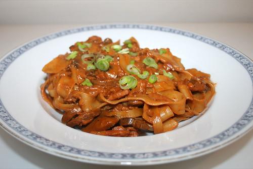 41 - Mushroom smoked salmon pasta - Side view / Champignon-Räucherlachs-Pasta - Seitenansicht