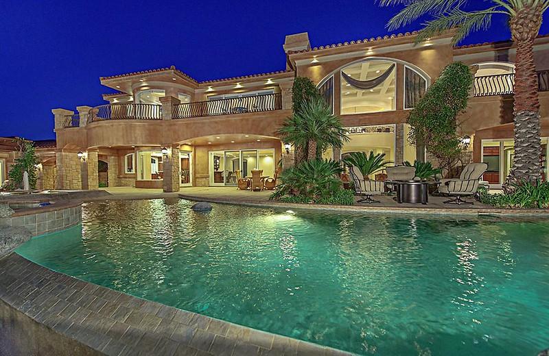 Дом с бассейном в Лас-Вегасе Майка Тайсона