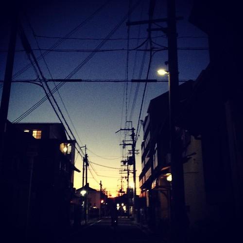 今日はお店定休日。朝から晩まで、ずーっと京都市内を夫婦で歩いていました。歩くスピードでみる景色に身を委ねると、不思議とアタマの中もゆったりして。いい1日だったなぁ。ご無沙汰だったお店を色々周ったり、御所で大好きなkloreのパン食べたり。今年はこうやって、休みをちゃんと休みの日にして、ととのえる時間をつくろうー。あともう少し!#andante #吉田 #klore #御所 #坂ノ途中アネックス #コーヒー山川 #カフェモンタージュ