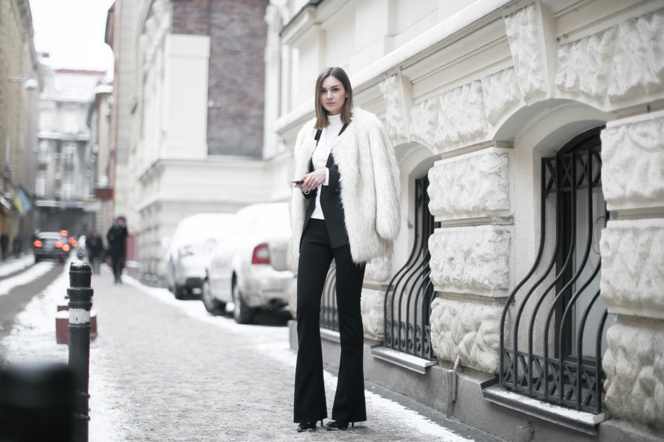 fur-coat-flared-pants-flares-street-style-outfit