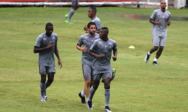 Fluminense: Sob forte chuva, elenco pega pesado em treino físico nas Laranjeiras
