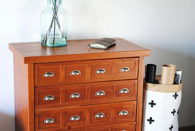 W superbly Szafa Sztywniary: Dostawa staroci: szafka biblioteczna, stolik i MR75