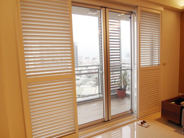 客廳使用拉門式的百葉窗@百麗樂豪華百葉窗Sunland Shutters