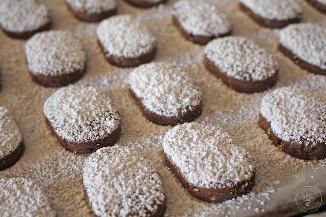 Polvorones de chocolate y almendra www.cocinandoentreolivos.com (14)