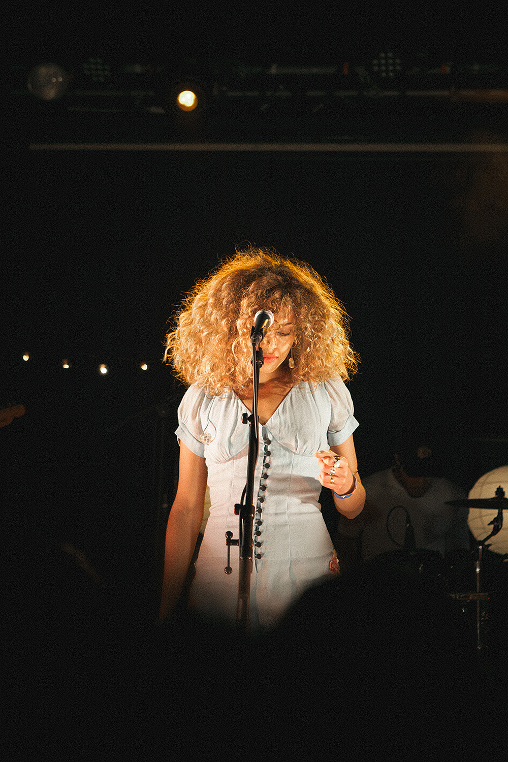photo essay izzy bizu by sunny lau izzy bizu scala