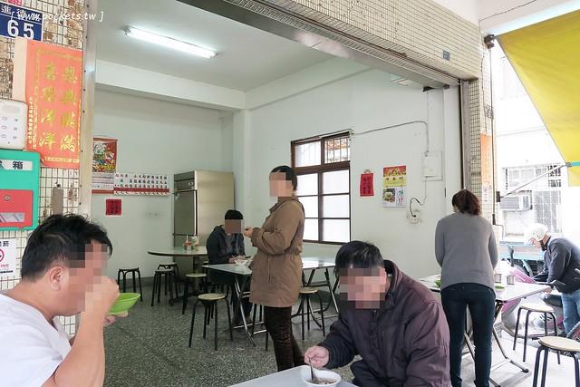 24492373026 4f4149cf79 z - 【台中東區】進德路拉仔麵:位於梅笙蛋糕對面的無名炒麵攤,炒麵簡單樸實,用餐時間人很多,湯料也很多很多,台灣人的正統早午餐