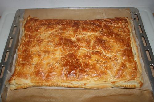 25 - Puff pastry with spinach feta - Finished baking / Blätterteig mit Spinat-Feta-Füllung - Fertig-gebacken