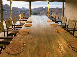 Tafel im Haupthaus Damaraland Camp