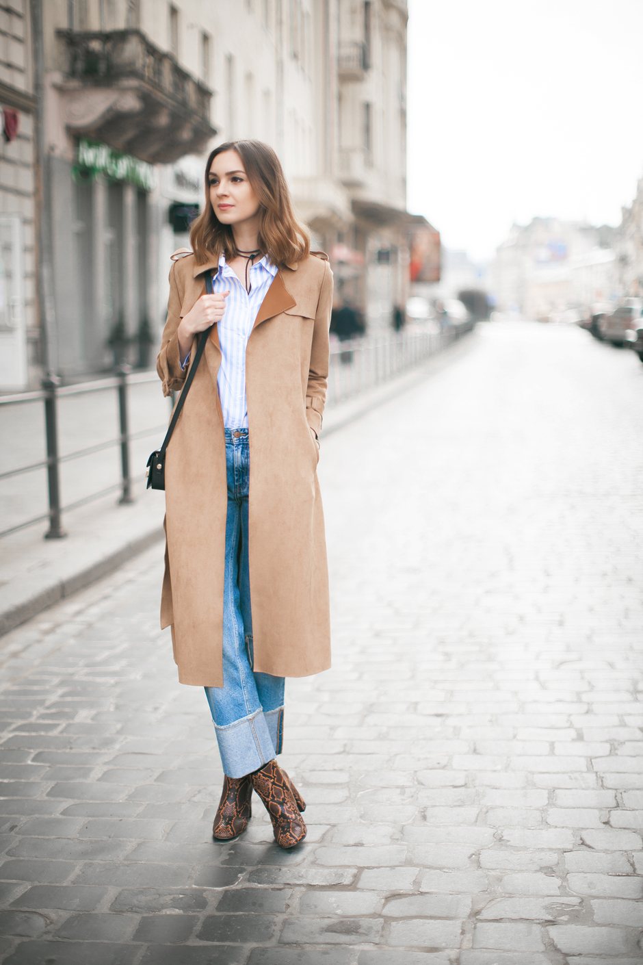 how-to-wear-suede-trench-coat-outfit-ideas