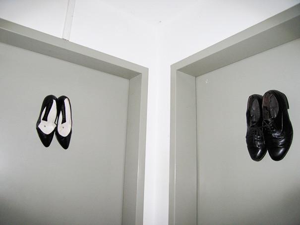 adaymag-10-creative-bathroom-signs-03