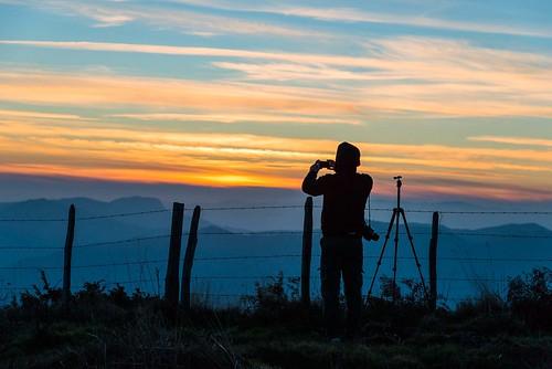 sunset italy twilight nikon photographer tripod barbedwire emiliaromagna d800 stripesofcolors montefumaiolo