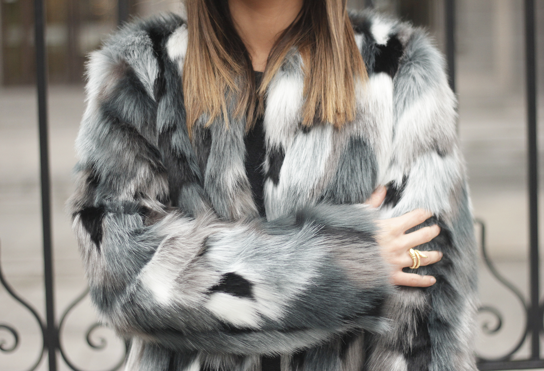Faux fur coat leatherette pants booties black hat mango streetstyle fashion outfit18
