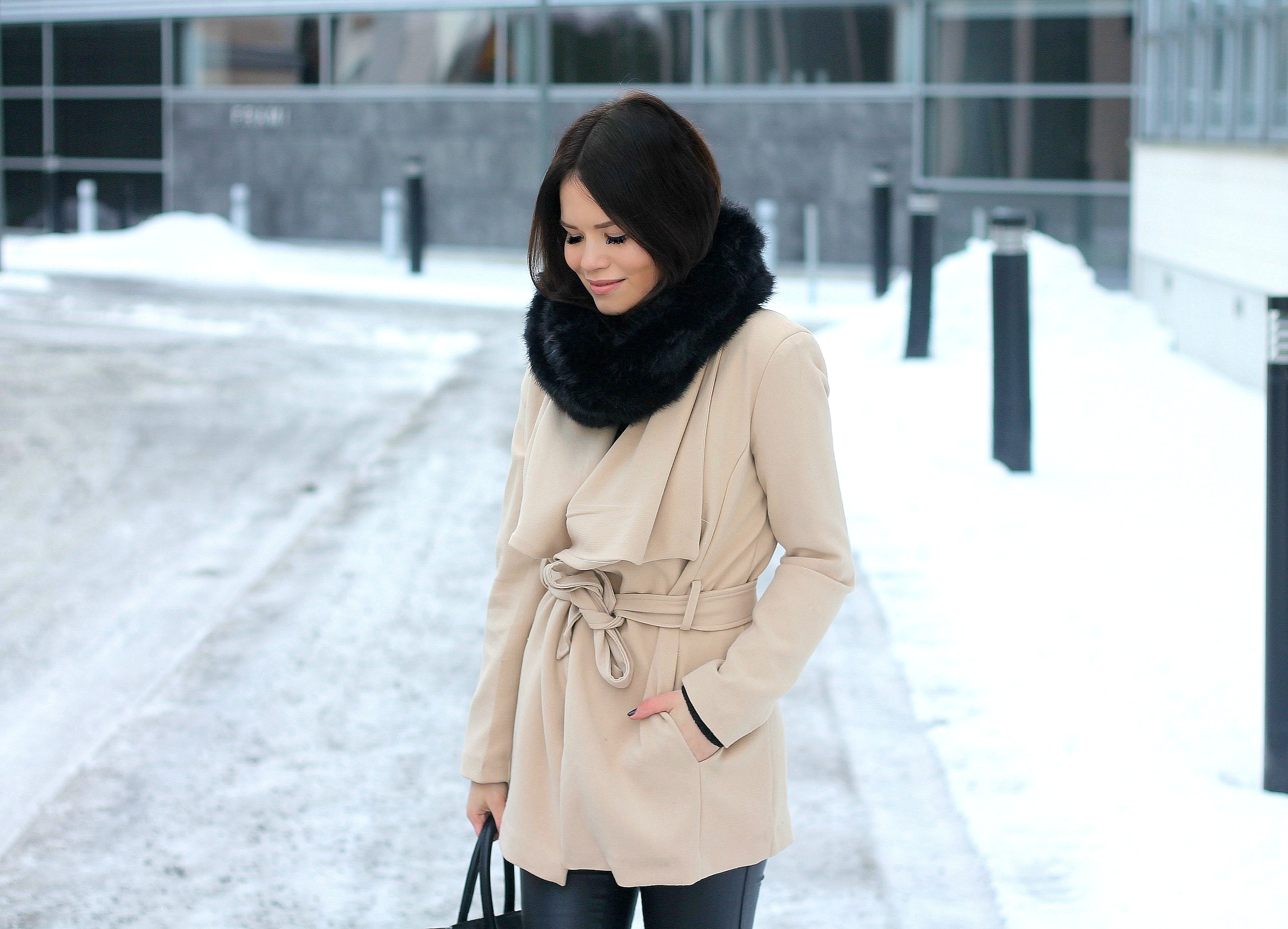 beige coat outfits
